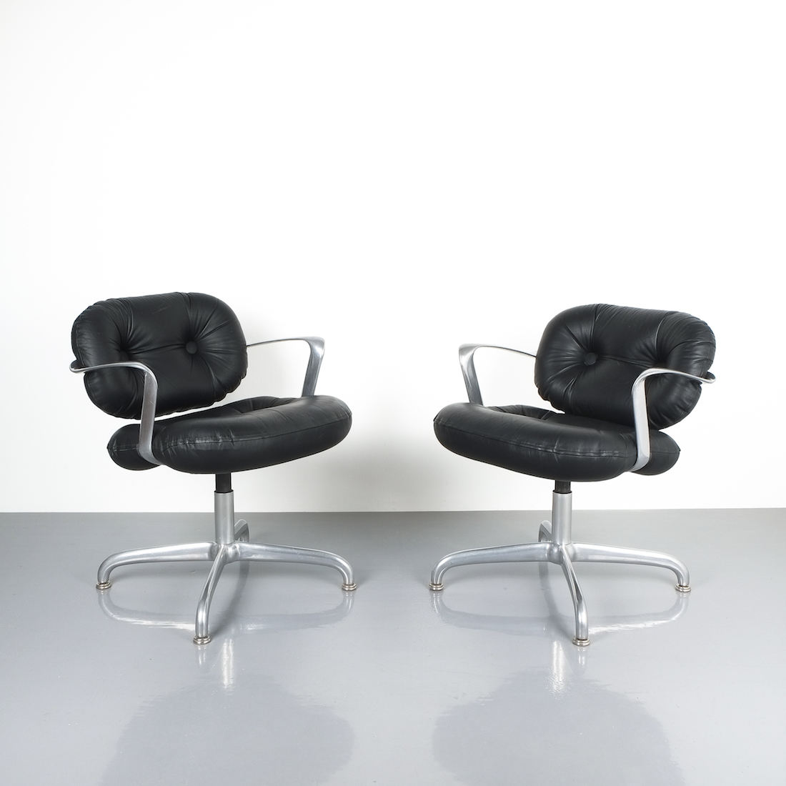 Morrison and Hannah Knoll Office Chairs Aluminum Black Leather, 42